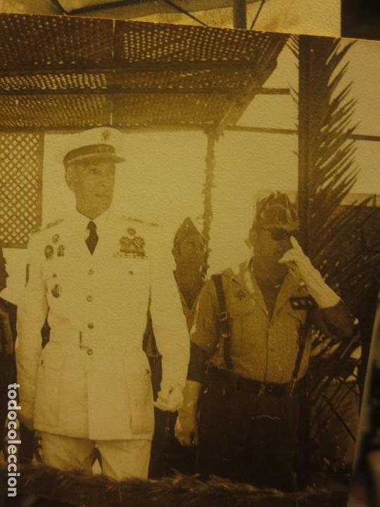 Militaria: LOTE DOS FOTOS LEGION PATIO CUARTEL MELILLA CAZADORES BATASLLON DESFILE - Foto 3 - 117785243