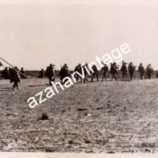 Militaria: MADRID, 1939, GUERRA CIVIL, BATALLON REPUBLICANO SALIENDO DE MADRID, 175X130MM. Lote 117933795