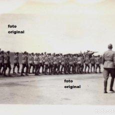Militaria: DESFILE TROPAS LEGION CONDOR AERODROMO LEON 1937 GUERRA CIVIL. Lote 118004439