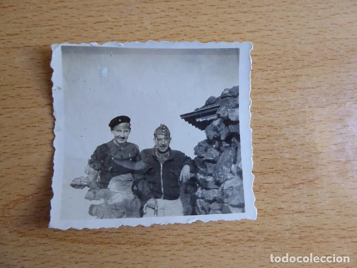 Militaria: Fotografía capitán y alférez del ejército nacional. Cuesta de la Reina 1938 - Foto 2 - 119307799