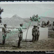 Militaria: FOTOGRAFÍA MILITAR ANTIGUA ORIGINAL. ACTO MILITAR. OFICIALES (7,5 X 5,5 CM). Lote 119435783
