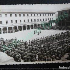 Militaria: FOTOGRAFÍA MILITAR ANTIGUA ORIGINAL. CUARTEL. SOLDADOS EN FORMACIÓN. (10 X 7 CM). Lote 119436619