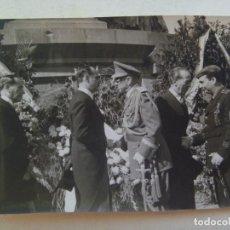 Militaria: FOTO GENERAL MOSCARDÓ CON LAUREADA, FALANGE VIEJA GUARDIA ASPA HERIDO. BARCELONA . DE BRANGULÍ, 1943. Lote 195323501
