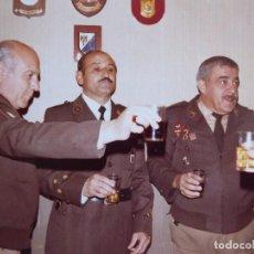 Militaria: FOTOGRAFÍA CAPITÁN POLICÍA NACIONAL. 1982. Lote 120074103