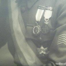 Militaria: FOTO GENERAL MEDALLA MILITAR INDIVIDUAL , HEROE OVIEDO, COLECTIVA . DE KAULAK .. 26 X 39 CM. Lote 120269407