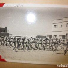 Militaria: FOTO ORIGINAL INEDITA DESFILE VICTORIA 1º BATALLON REGULARES CABO JUBY GUERRA CIVIL IV - 1940. Lote 120456015