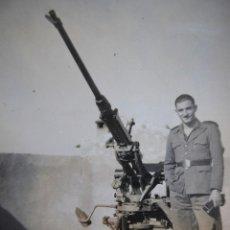 Militaria: FOTOGRAFÍA SOLDADO AVIACIÓN. PIEZA ANTIAÉREA OERLIKON. Lote 120569231