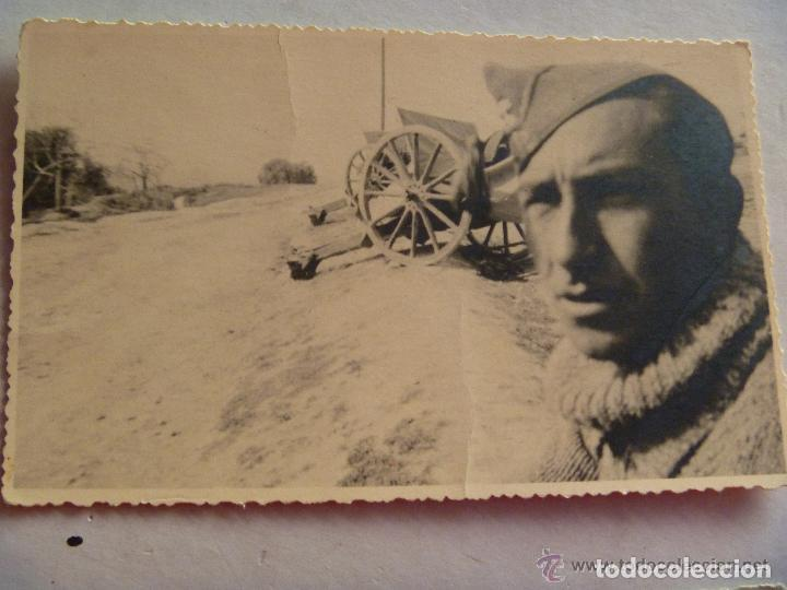 GUERRA CIVIL : FOTO SARGENTO ARTILLERO Y PIEZAS DE ARTILLERIA . CENSURA FALANGE DE LAS JONS (Militar - Fotografía Militar - Guerra Civil Española)