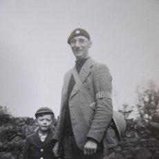 Militaria: FOTOGRAFÍA FAMILIA BRITÁNICA. CIVIL DEFENCE CORPS CDC. Lote 120845175