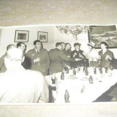 Militaria: FOTO OFICIALES AVIACION EJERCITO AIRE EN UNA RECEPCION . Lote 120949311