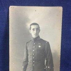 Militaria: FOTOGRAFIA MILITAR MEDALLA ALFONSO XIII TENIENTE REGIMIENTO 60 INFANTERIA ALAVA FOT COMPANY 1906. Lote 121146931