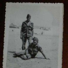 Militaria: FOTOGRAFIA DE CUARTEL DE LEGIONARIOS, POSIBLEMENTE EN EL SAHARA ESPAÑOL, AÑOS 40, MIDE 11 X 7,5 CMS. Lote 121358771