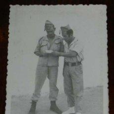 Militaria: FOTOGRAFIA DE CUARTEL DE LEGIONARIOS, LEGION, POSIBLEMENTE EN EL SAHARA ESPAÑOL, AÑOS 40, MIDE 11 . Lote 121359083