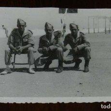 Militaria: FOTOGRAFIA DE CUARTEL DE LEGIONARIOS, LEGION, POSIBLEMENTE EN EL SAHARA ESPAÑOL, AÑOS 40, FOTO MAR. Lote 121360075