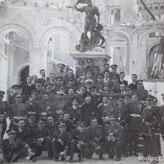 Militaria: FOTOGRAFÍA SARGENTOS AVIACIÓN. VISITA ALCÁZAR DE TOLEDO 1951. Lote 121552931
