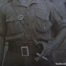 Militaria: GUERRA CIVIL : FOTO DE MILITAR DE INFANTERIA CON PARCHE DE ESPECIALISTA EN PECHO. Lote 121909559