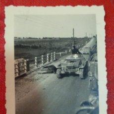 Militaria: FOTOGRAFIA ORIGINAL II GUERRA MUNDIAL PANZER I JUNTO CABALLO MUERTO, MUY UTILIZADO EN GUERRA CIVIL. Lote 122853967