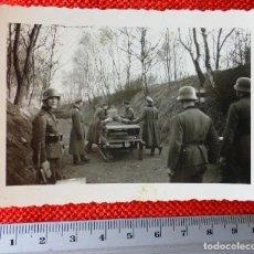 Militaria: FOTOGRAFIA ORIGINAL II GUERRA MUNDIAL SOLDADOS ALEMNANES EN PRACTICAS DE TIRO. Lote 122869579