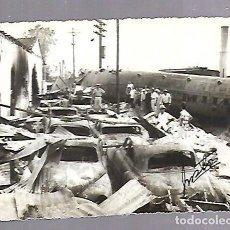 Militaria: FOTOGRAFIA. 12.5 X 10CM. CAIBARIEN, CUBA. DESTRUCCION DE TREN CONVOY EN SANTA CLARA. 1958 DICIEMBRE. Lote 136148792