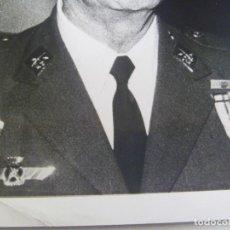 Militaria: AVIACION : FOTO GENERAL MARIANO CUADRA, MEDALLA MILITAR INDIVIDUAL. ESCUADRILLA AZUL .. 12 X 18 CM. Lote 124455843
