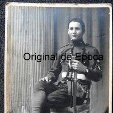 Militaria: (JX-180646)FOTOGRAFÍA DE SOLDADO DE ARTILLERÍA CON EMBLEMA DE GASTADOR , AÑOS 20-30 .. Lote 124522079