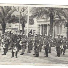 Militaria: SOLDADOS ESPAÑOLES DE LA CRUZ ROJA CON CASCOS TRUBIA EN LOS AÑOS 40/50. Lote 125094711