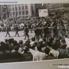 Militaria: BRIGADA PARACAIDISTA BRIPAC BOINA NEGRA DESFILE EN BILBAO FOTO GRANDE ANTIGUA ORIGINAL. Lote 125302647