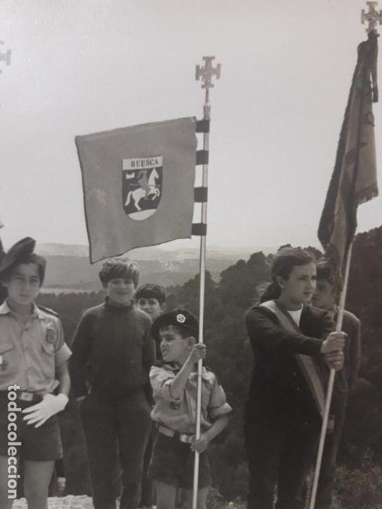 Militaria: NIÑOS CON UNIFORME DE LA OJE PORTANDO EL ESTANDARTE DE HUESCA - Foto 2 - 126051807