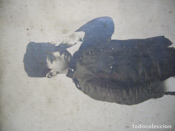 Militaria: NIÑO CON UNIFORME DE ARTILLERÍA EN LOS AÑOS 20/30. FOTOGRAFÍA EN MARCO DE LA ÉPOCA - Foto 2 - 127547879