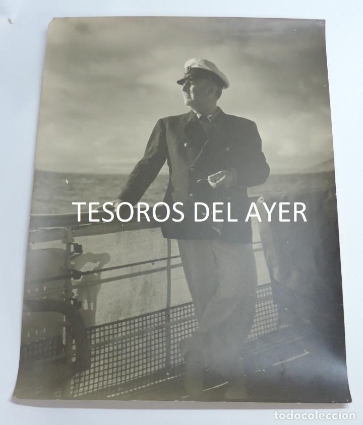 GRAN FOTOGRAFIA DEL CAUDILLO FRANCISCO FRANCO, EL GENERALISIMO EN EL YATE AZOR, AÑOS 40, FOTOGRAFO J (Militar - Fotografía Militar - Otros)