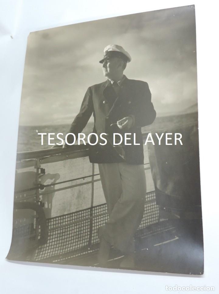 Militaria: GRAN FOTOGRAFIA DEL CAUDILLO FRANCISCO FRANCO, EL GENERALISIMO EN EL YATE AZOR, AÑOS 40, FOTOGRAFO J - Foto 2 - 127619599