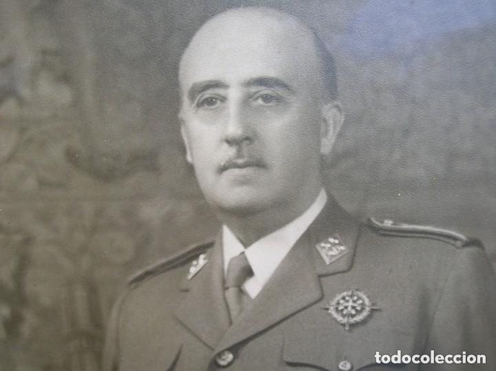 MUY RARA Y EXCEPCIONAL FOTO FIRMADA Y DEDICADA POR EL CAUDILLO GENERALISIMO FRANCO. 100% ORIGINAL. (Militar - Fotografía Militar - Otros)