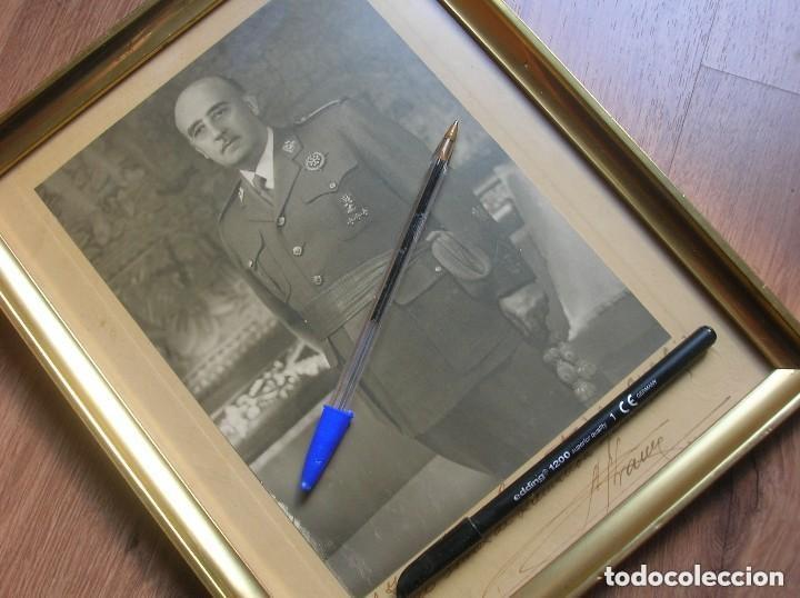 Militaria: MUY RARA Y EXCEPCIONAL FOTO FIRMADA Y DEDICADA POR EL CAUDILLO GENERALISIMO FRANCO. 100% ORIGINAL. - Foto 2 - 127998867