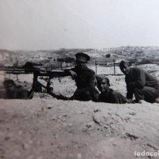 Militaria: FOTOGRAFÍA SOLDADOS DEL EJÉRCITO ESPAÑOL. AMETRALLADORA HOTCHKISS M1914. Lote 128009615
