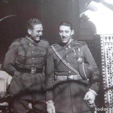 Militaria: FOTOGRAFÍA TENIENTE DEL EJÉRCITO ESPAÑOL. AERÓDROMO DE TETUÁN 1944. Lote 128012259