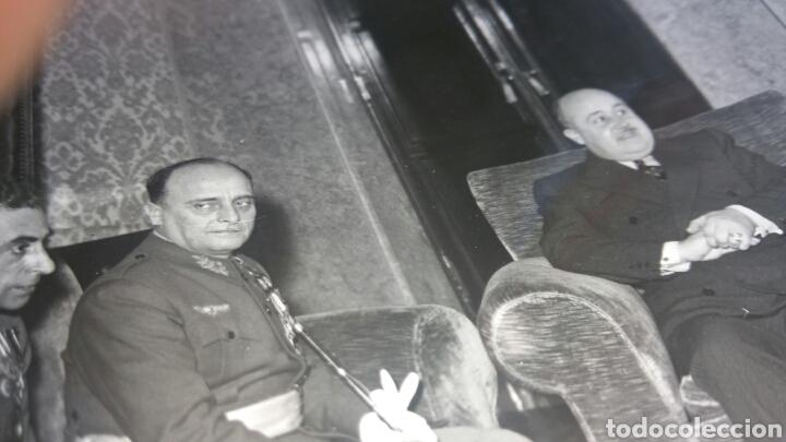 Militaria: Fotografía del PRESIDENTE DE PORTUGAL SALAZar Y NICOLAS Franco Y OFICIALES ESPAÑOLES DE ESTADO MAYOR - Foto 2 - 128258540
