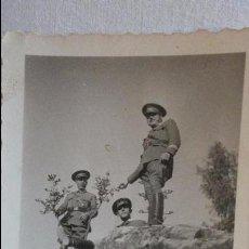 Militaria: ANTIGUA FOTOGRAFIA.GRUPO DE OFICIALES MILITARES.FOTO ROS.CEUTA. Lote 128273907