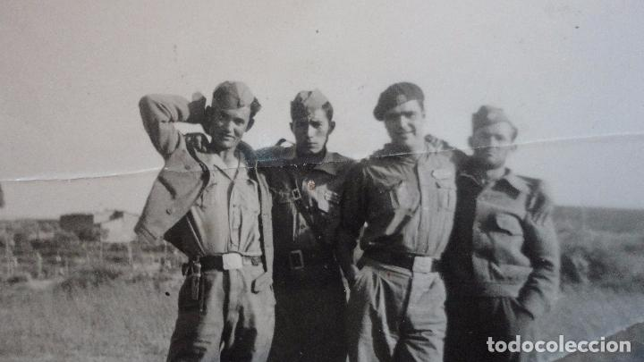 Militaria: ANTIGUA FOTOGRAFIA.GRUPO DE MILITARES.FOTO ROS.CEUTA - Foto 3 - 128276571