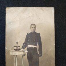 Militaria: ANTIGUA FOTO POSTAL MILITAR. SEGURA, PUERTA DEL SOL MADRID. Lote 128331699