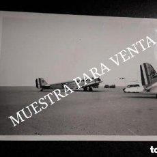 Militaria: FOTO ORIGINAL ANTIGUA JUNKERS JU 52 FRANCÉS AVIÓN EN PISTA AERÓDROMO AEROPUERTO. Lote 128685179
