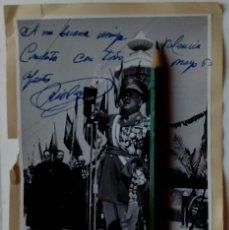 Militaria: FOTOGRAFÍA DE FINEZAS, CAPITAL GENERAL RÍOS CAPAPÉ, FIRMADA, VALENCIA 1963. MUY CONDECORADO.. Lote 128793111