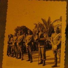 Militaria: OFICIALES GRAN CAPITAN LEGION POST GUERRA CIVIL CIRCA 1939 CONDECORCION DE MEDALLAS . Lote 128810891