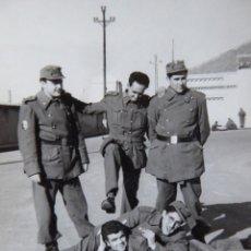 Militaria: FOTOGRAFÍA SOLDADOS DEL EJÉRCITO ESPAÑOL. DIVISIÓN ACORAZADA BRUNETE. Lote 130075871