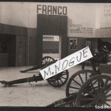 Militaria: FOTO SERRANO, EXPOSICION DE GUERRA INAGURADA AYER, 2 AGOSTO 1938, REVERSO. DE SERRANO,MIDE:17,50 X12. Lote 130119027
