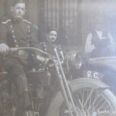 Militaria: FOTOGRAFÍA GUARDIAS CIVILES. MOTOCICLETA CON SIDECAR. Lote 130632318