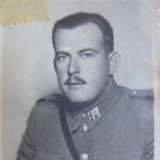 Militaria: FOTOGRAFÍA OFICIAL GUARDIA CIVIL. 1950. Lote 130879820