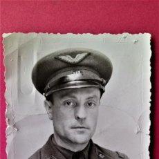 Militaria: FOTOGRAFIA ORIGINAL PILOTO ALIDADO II GUERRA MUNDIAL FRANCES,GORRA CON ALAS Y NUMERO UNIFORME. Lote 131589058