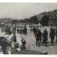 Militaria: SANTANDER.- REVISTA MILITAR. LOS MARINOS DE LA ESCUADRA COLUMNA DE HONOR. FOTO SAMOT. 22 X 16 CM. Lote 131700146