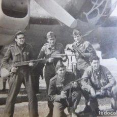 Militaria: FOTOGRAFÍA SOLDADOS AVIACIÓN. HEINKEL HE-111. Lote 131947130