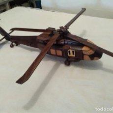 Militaria: ( UH-60 BLACK HAWK.) 42 LARGO X 10 DE ANCHO. TODO MADERA MACIZA( PIEZAS SUELTAS A PEGAR OTRA VEZ.). Lote 132080690